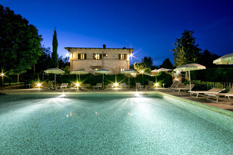 Appartamenti camere agriturismo piscina chianti siena monteriggioni toscana fattoria il colombaio - Agriturismo con piscina siena ...