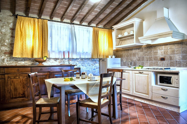 Appartamenti vacanze agriturismo siena monteriggioni bed for Appartamenti siena