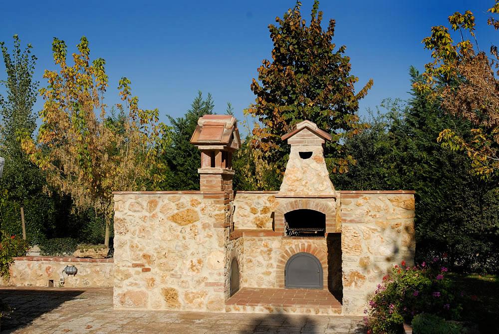 Agriturismo piscina siena monteriggioni toscana - Zona barbecue in giardino ...